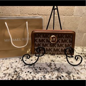 Brand New Ladies Michael Kors Brown Fulton Wallet